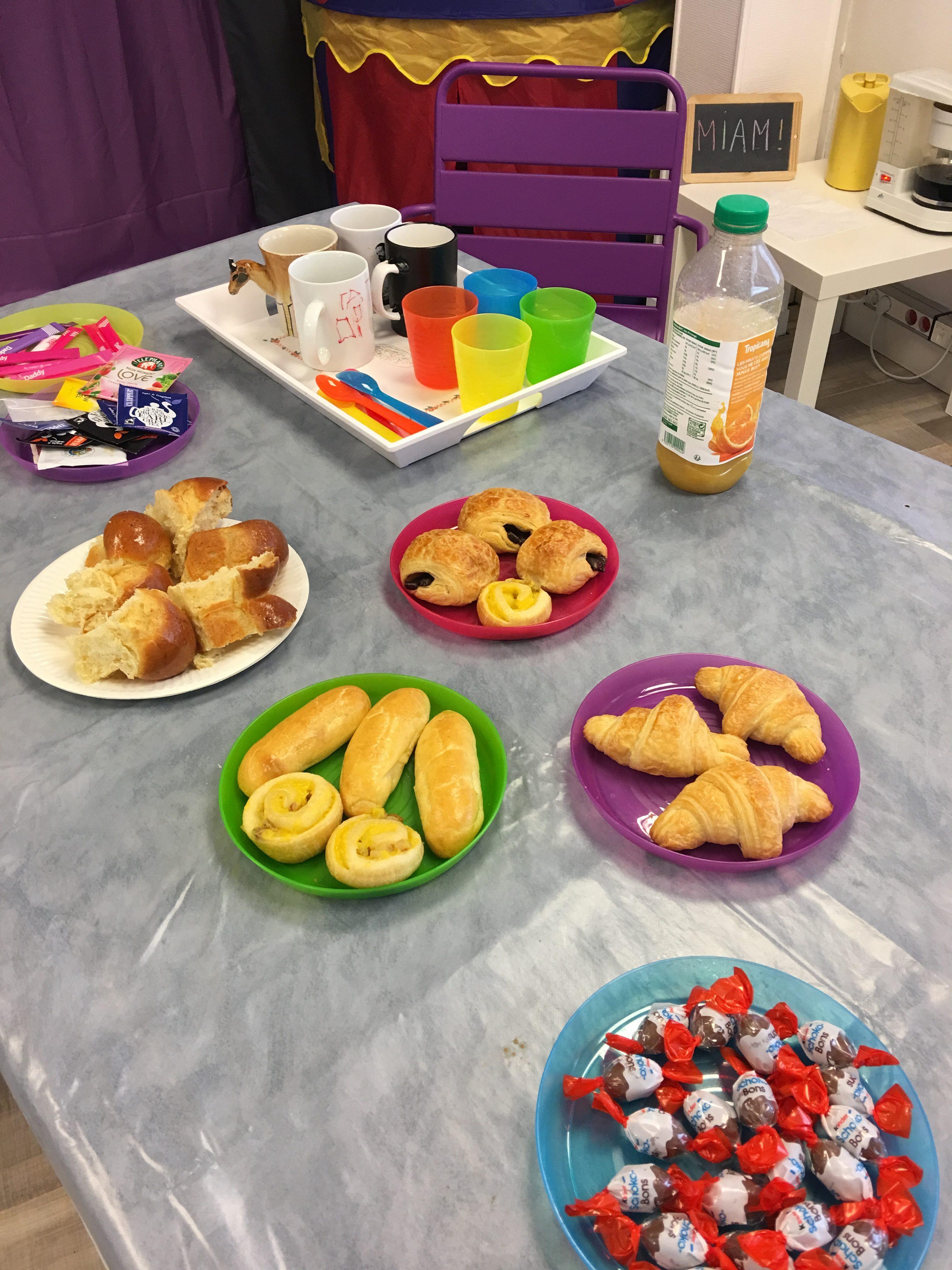 Petit déjeuner convivial pour ces ateliers parentalité chez Lire & délire